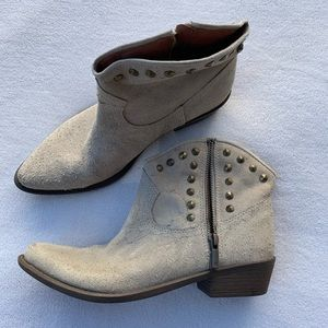 Lucky Brand Genuine Suede Cream Booties Sz 8